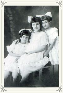 Alice-Gedikian-and-sisters